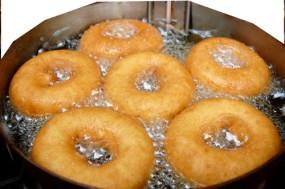 Donuts frittieren - so wird`s gemacht